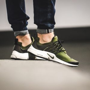 nike-air-presto-essential-green-black-848187-302-mood-1
